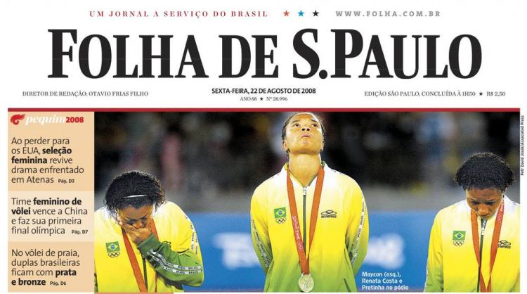 Jogadoras da seleção brasileira desoladas após perda do segundo ouro olímpico seguido para os EUA
