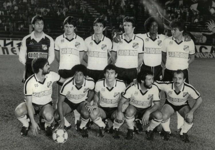 Da esquerda para a direita, em pé: Silas, Pecos, João Luiz, Manguinha, Juarez e Bolívar; agachados: Kita, Tato, João Batista, Gilberto Costa e Gilson