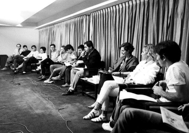 Críticos, músicos e amantes do rock participam de debate no auditório da Folha(Foto: Mario Leite - 11.nov.1984/Folhapress)