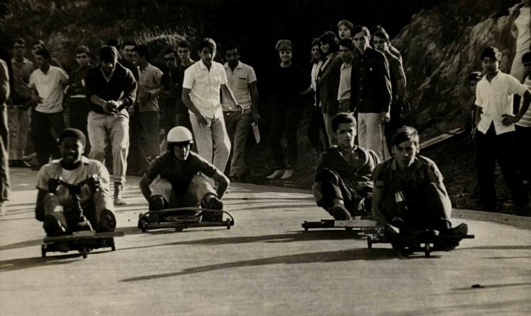 Jovens participam de competição no Jardim São Bento, na zona sul de São Paulo (Foto: 27.jun.1965/Folhapress)