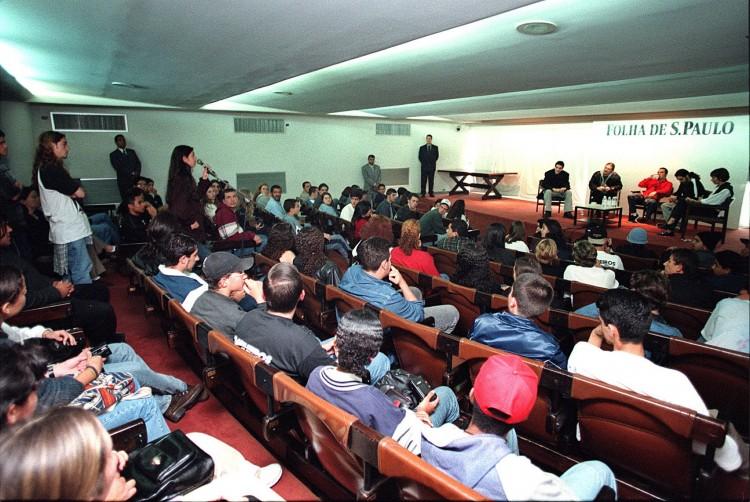 Plateia participa de encontro com a banda gaúcha Engenheiros do Hawaii, em evento realizado no auditório da Folha – (foto: 22.jun.1999 - Moacyr Lopes Junior/Folhapress)