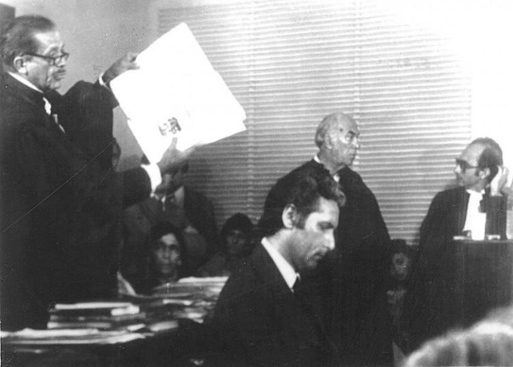ORG XMIT: 153701_0.tif 1979 Julgamento de Doca Street no caso do assassinato de Ângela Diniz. Ele foi julgado e condenado a dois anos, com direito a sursis. Saiu livre do tribunal e virou uma espécie de herói nacional. (Folhapress)