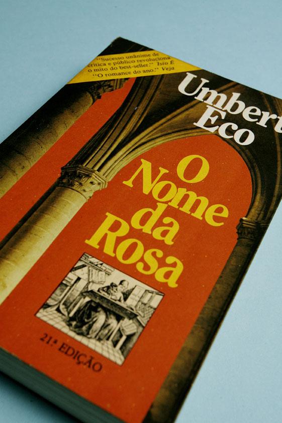 """""""O Nome da Rosa"""", de Umberto Eco (Foto: Eduardo Knapp - 24.mai.2006/Folhapress)"""